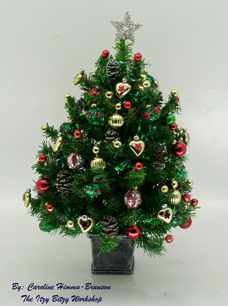 Dollshouse Miniature Luxury 5 Inch Green and Red Christmas Tree